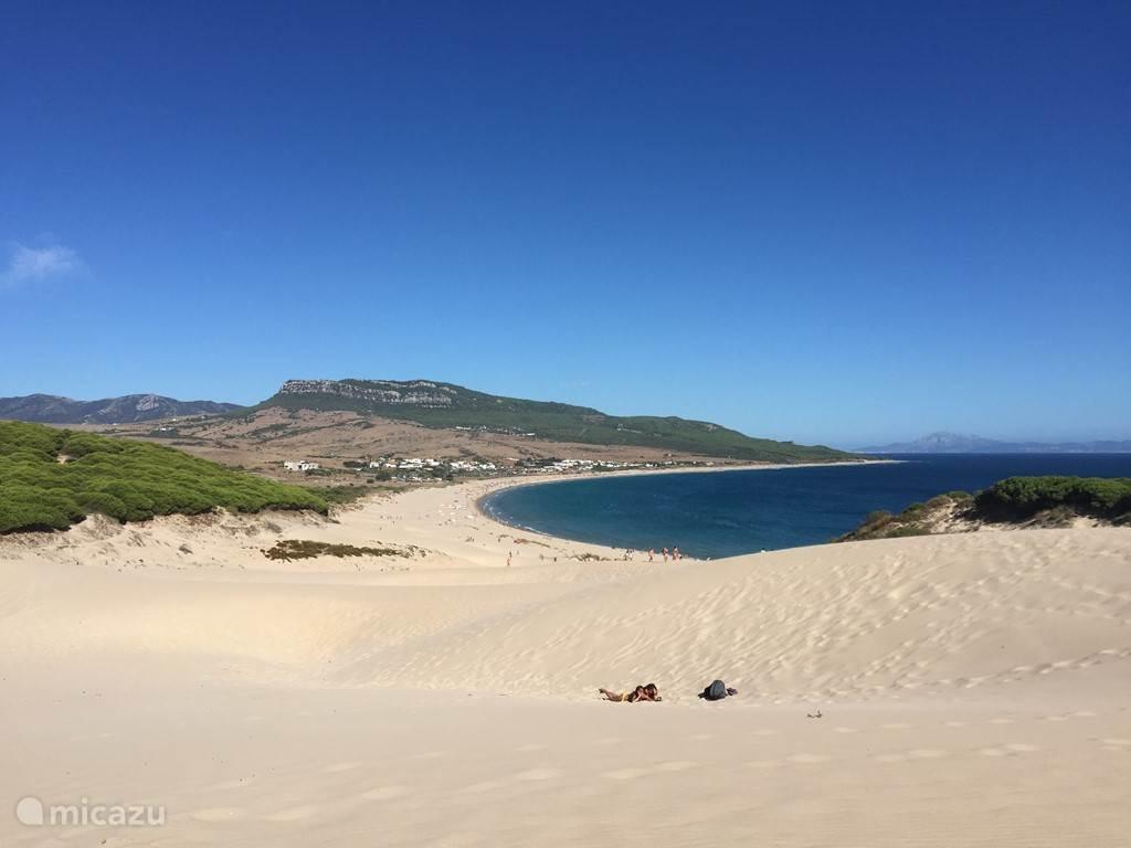 Het strand van Boloñia
