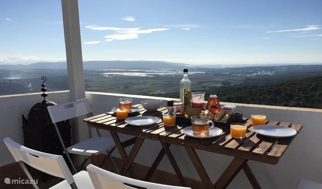 Ontbijt met spectaculair uitzicht.