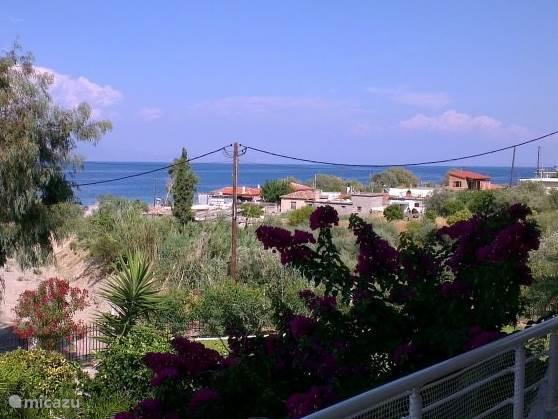 Je kijkt uit over de Korinthische Golf