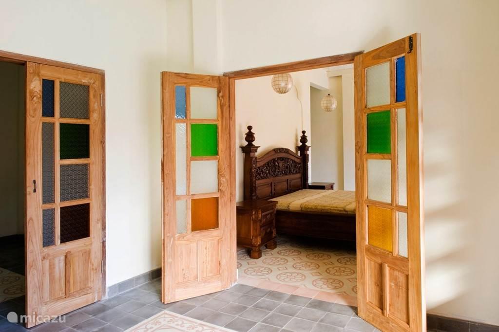Diamond villa: Master bedroom en extra slaapkamer (links)