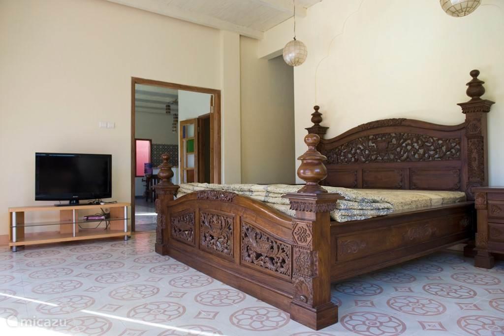 Diamond villa: ruime masterbedroom met super kingsize bed