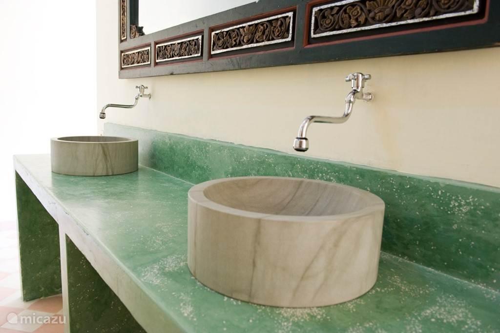 Diamond villa: badkamer met dubbele wasbak
