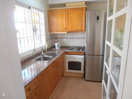Geschakelde woning huis aan de golf te orihuela costa 9 in orihuela costa costa blanca spanje - Ingerichte keuken ...