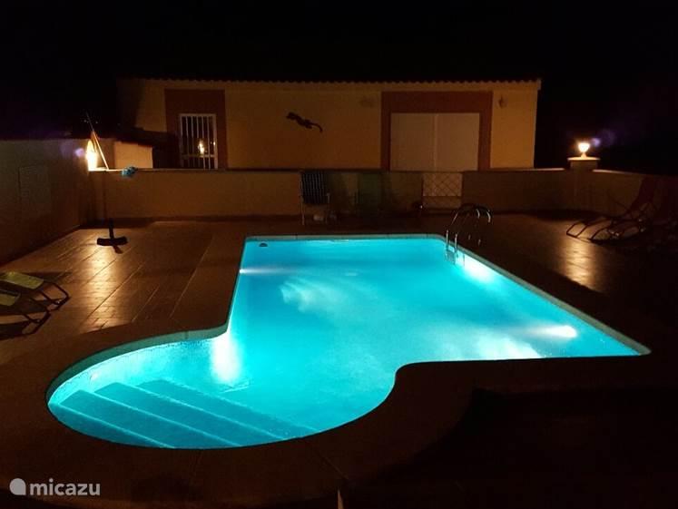 zwembad met op de achtergrond de casita
