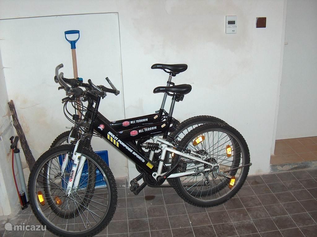 5 MTB fietsen aanwezig