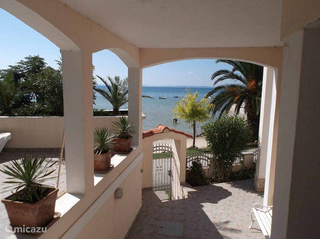 Vacation rental Croatia, Dalmatia – apartment Apartment - directly on beach