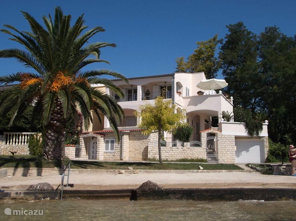 Vakantiehuis Kroatië, Dalmatië, Zadar villa  Beachhouse  - Villa aan het strand