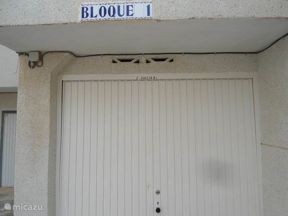 Garage behorend bij ons huis, voor de garage  kan geparkeerd worden.