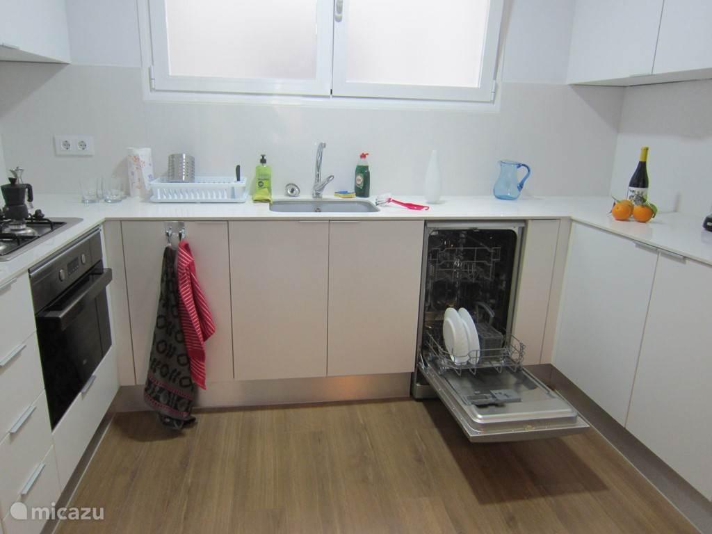 keukenblok met afwasmachine
