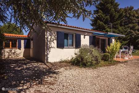 Vacation rental France, Charente, Écuras holiday house Luxury house, near lake, with view