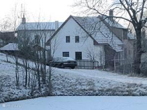 Het huis bij de eerste sneeuwvlokjes
