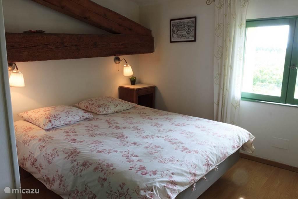 Een van de 4 twee persoons slaapkamers met prive badkamer.