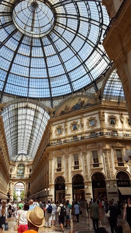 Winkelcentrum Milaan, ong. 90km vanaf het chalet.