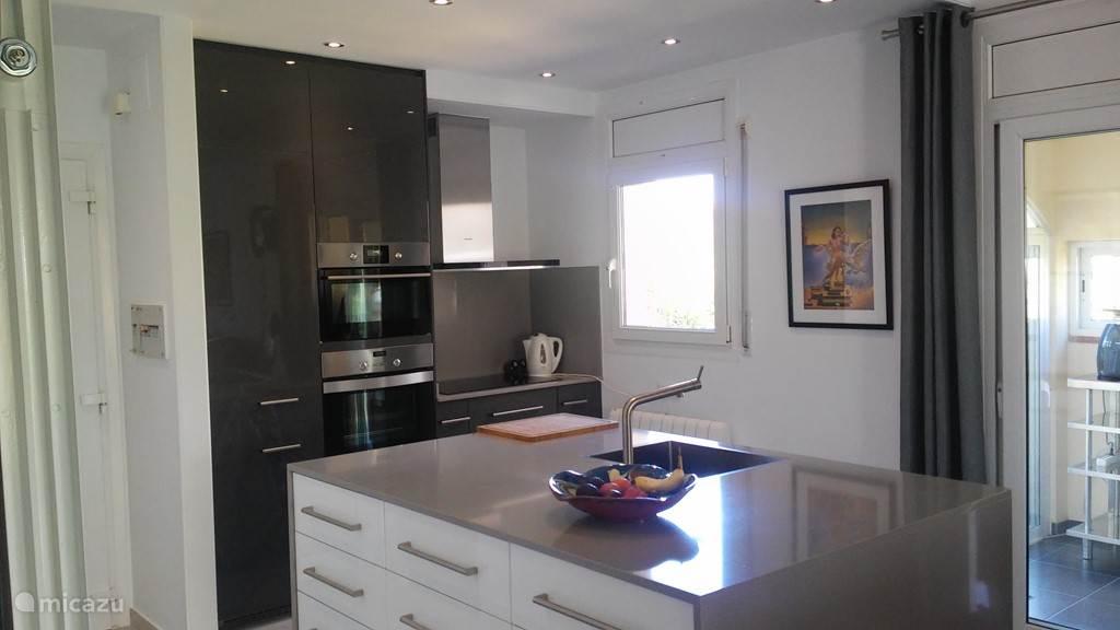 Mooie keuken voorzien van alle comfort