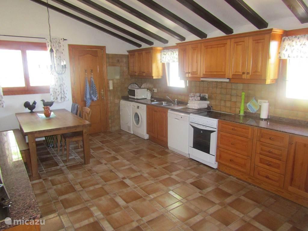 Keuken met inbouw apparatuur