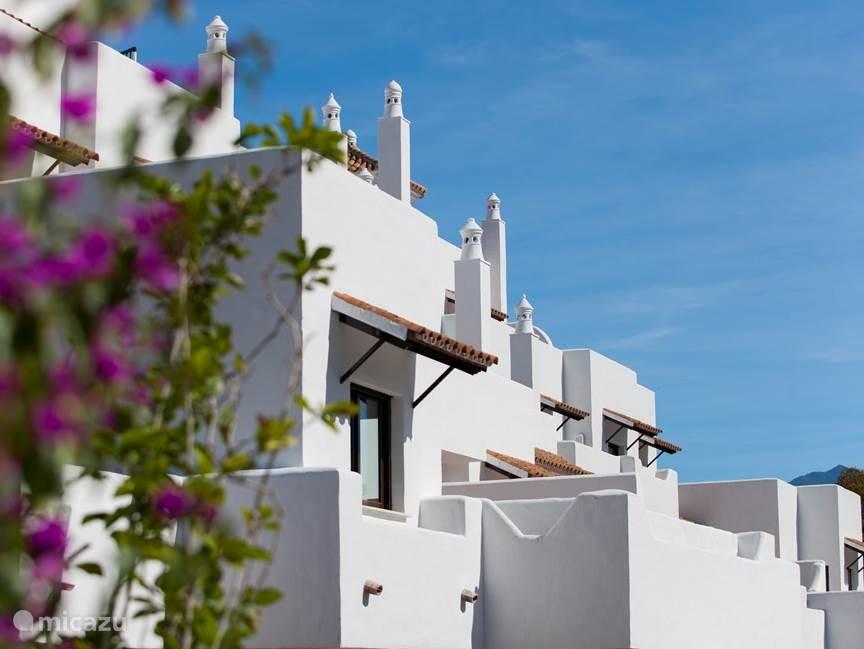 Luxe en nieuw appartement aan de Costa del Sol bij Marbella Puerto Banús. In 3 minuten bent u aan het strand.