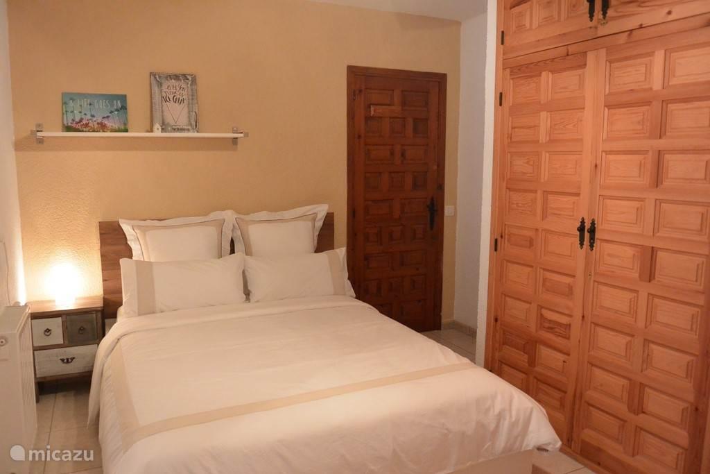 Slaapkamer 2 begane grond, met aansluitende badkamer