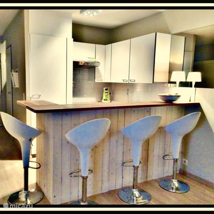 nice kitchen with 4 stools