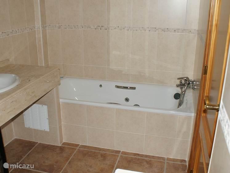 Badkamer boven met massage streams