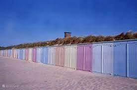 De vrolijke strandcabines die te huur zijn van April tot Oktober
