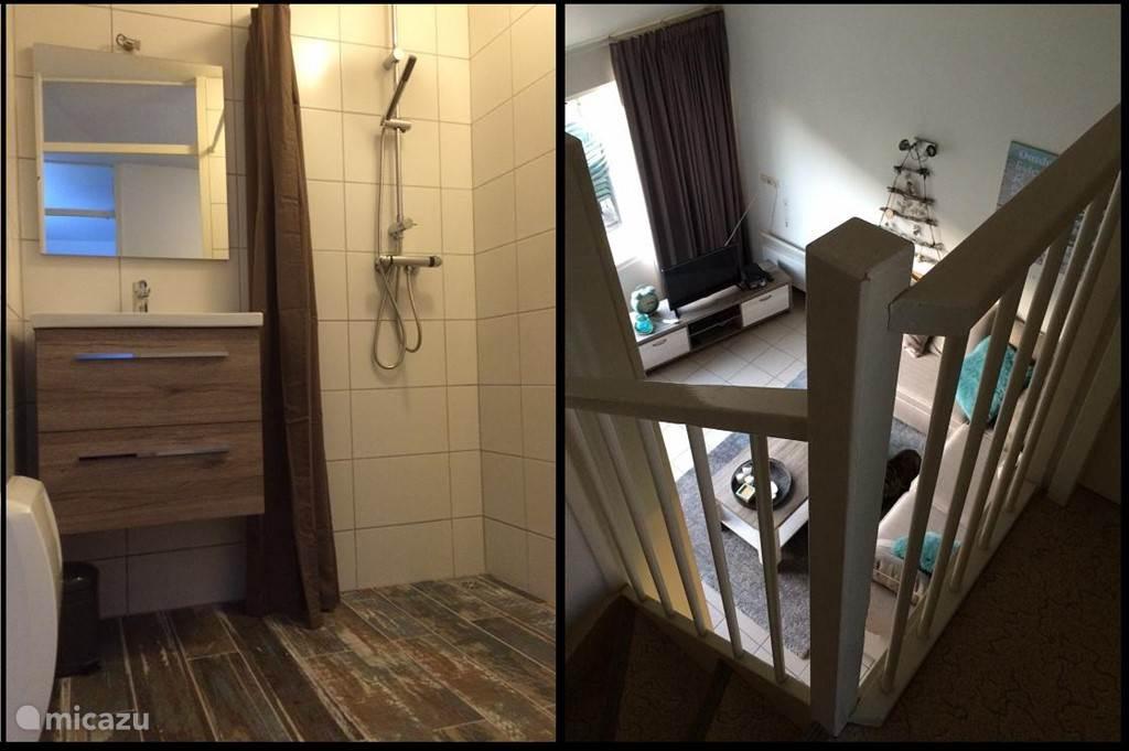 de badkamer en de vide boven die uitzicht biedt op de woonkamer