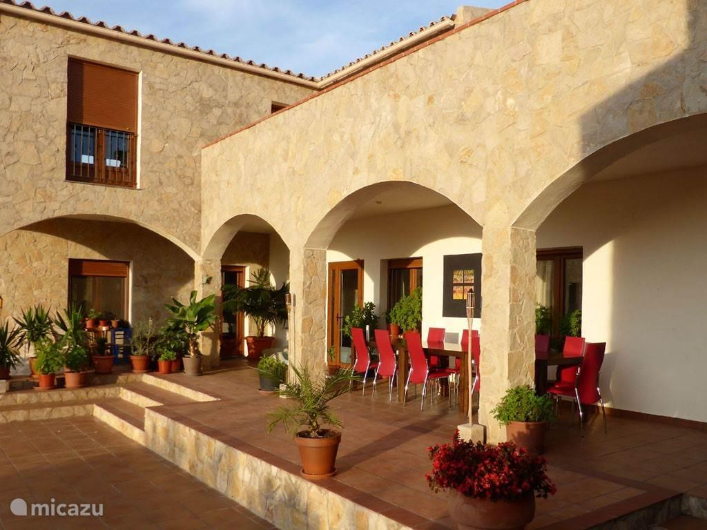 De patio en voorgalerij