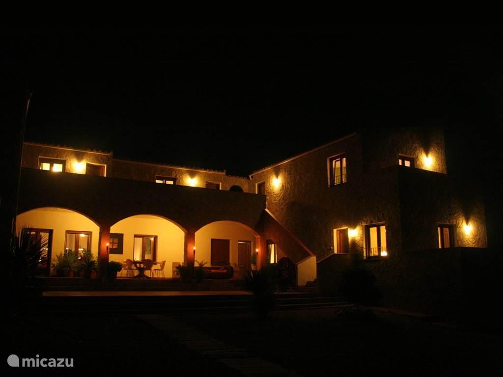 De Mas bij nacht