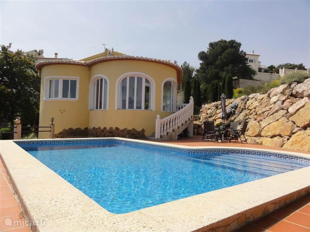 Zwembad zijde Villa