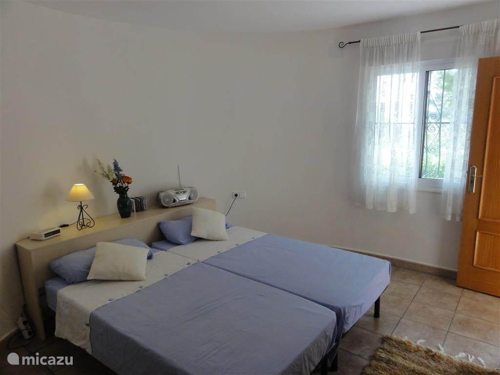 Slaapkamer met 2x 1persoonsbed
