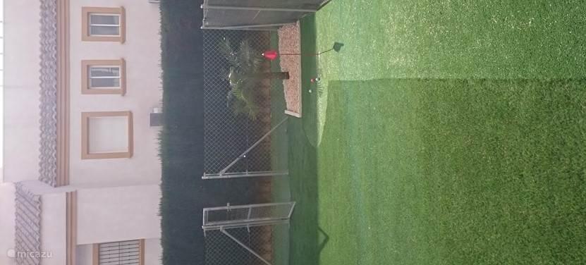 prive tuin met mini golf