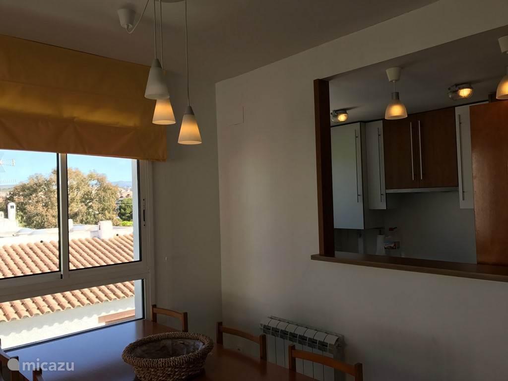 Uitzicht vanuit het keuken raM en keuken