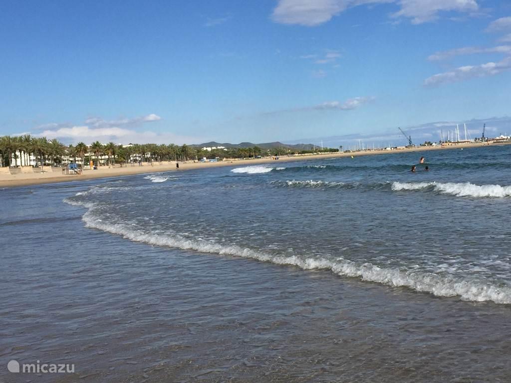 Vergezichten v.a. het strand richting Vilanova i la Geltru