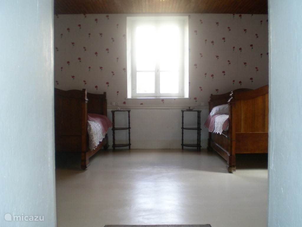 upstairs room / bedroom