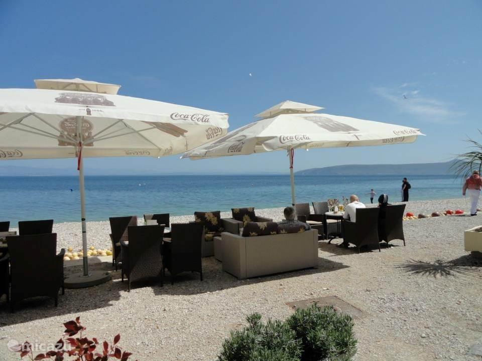 prachtig strand met restaurantjes.