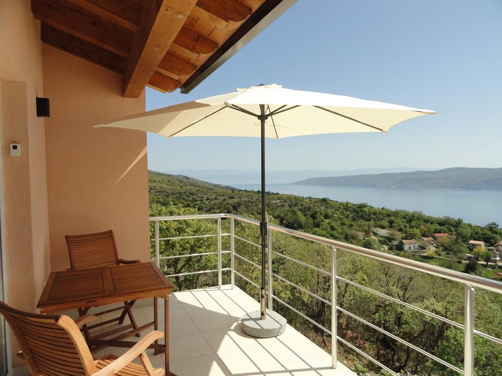 De laatste week van augustus: van € 820 voor € 740. Boek vlug! Schitterend uitzicht op zee. Appartement met veel luxe aan oostkust in Istrië.