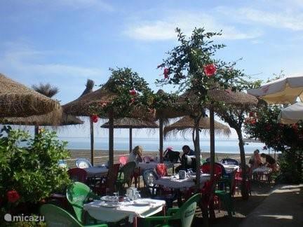 Eten in een van de chiringuitos op het strand!