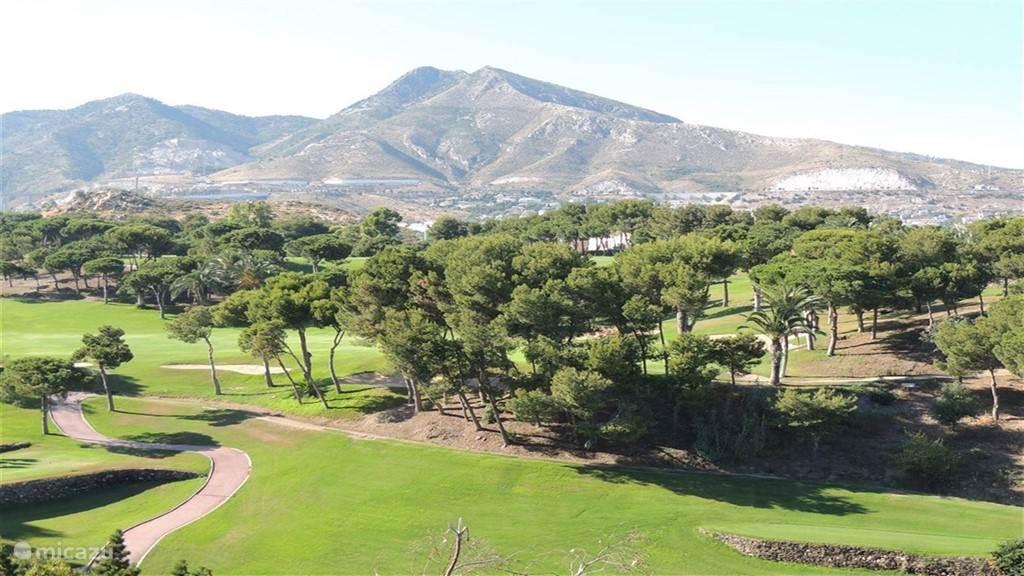 Torrequebrada Golf Course, 70 meter van de ingang van de appartementen.