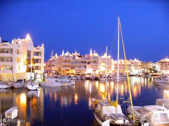 Probeer een van de vele restaurants op de internationale Puerto Marina in Benalmadena.