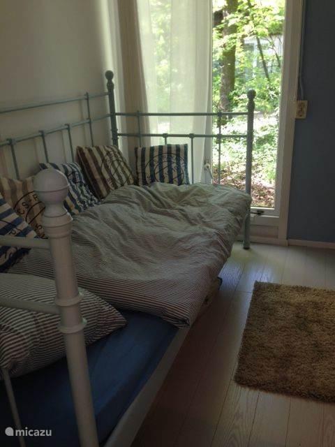Slaapkamer met 1 persoonsbed