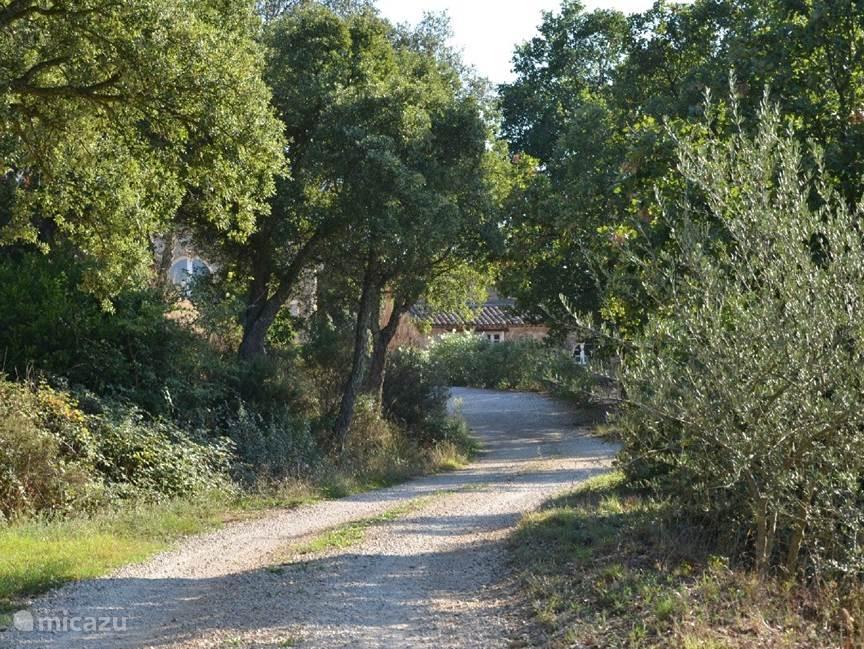 Oprij laan naar hameau des Claudins