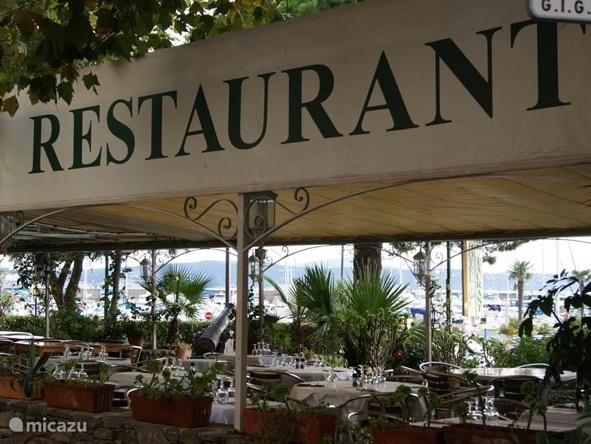 A lot of nice restaurants