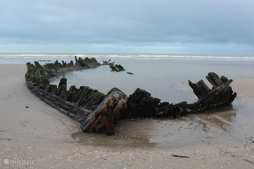 wreck on the beach at Bray-Dunes