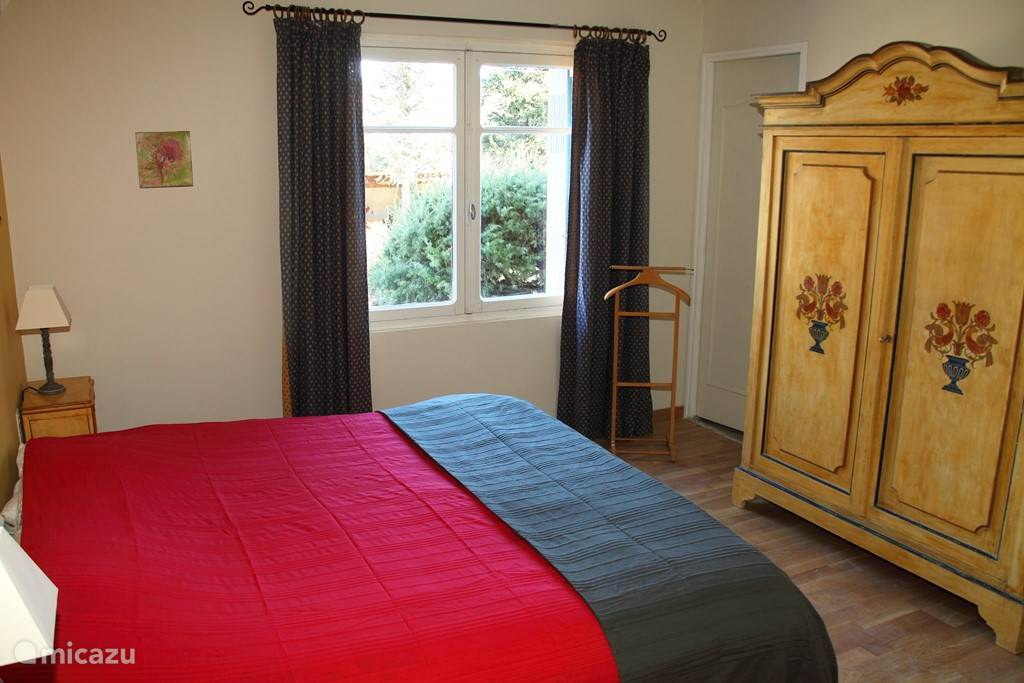 Marjolaine room with private bathroom and air conditioning.