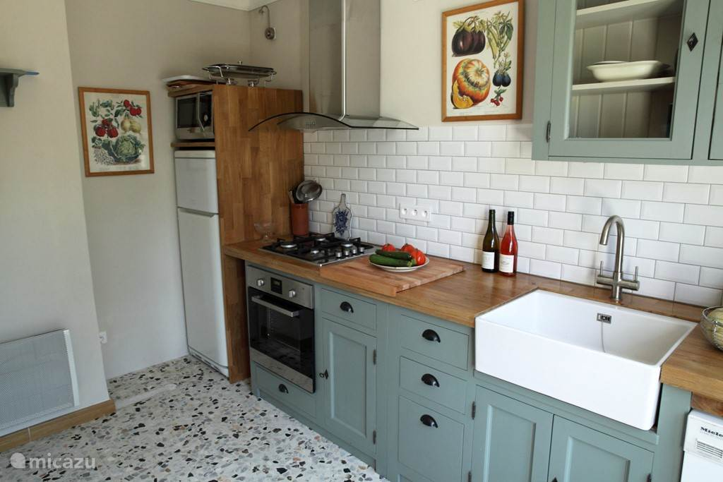 Vollidig equipped kitchen with dishwasher, oven, microwave, refrigerator and Nespresso.