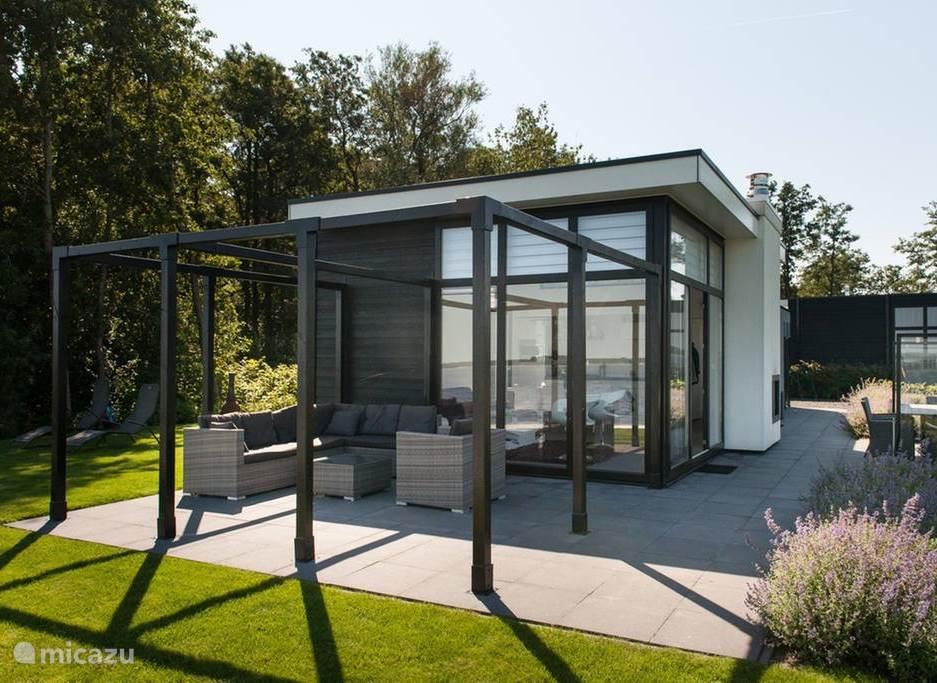 3 terrassen met comfortabel meubilair