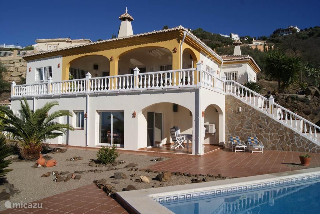 het bovenste deel is de villa
