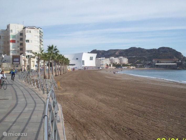 strand 2 minuten van het appartement