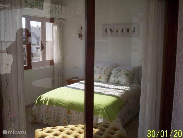 slaapkamer vanuit balkon