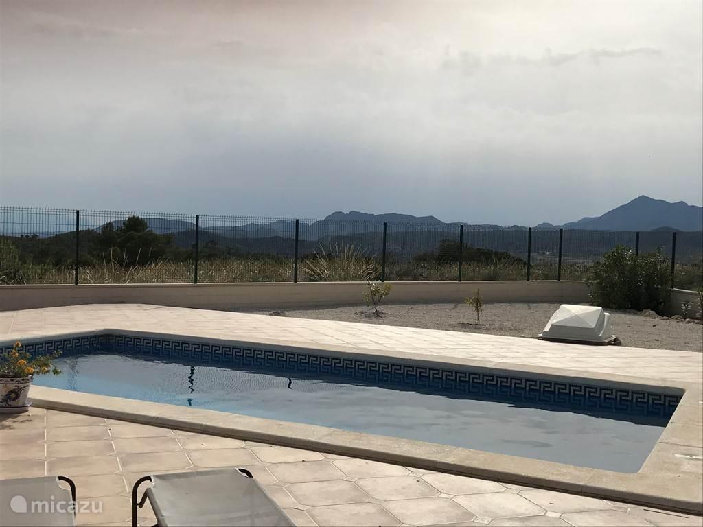 Zwembad is 8x4 groot en lekker diep