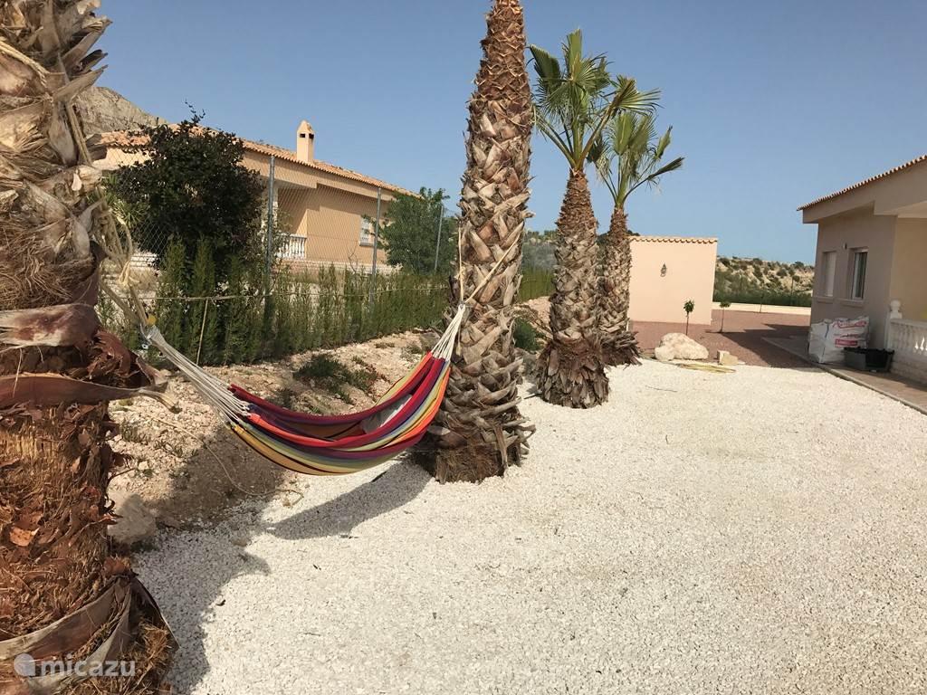 Geniet en relax samen in deze 2 persoons hangmat:-)